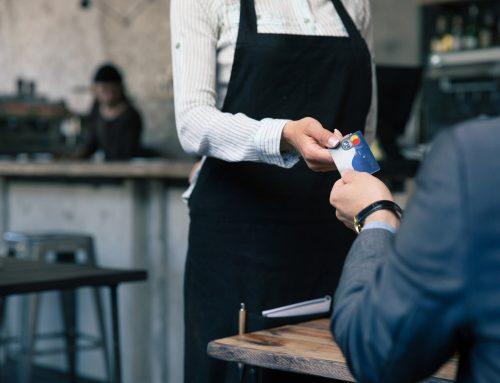 Átutalás vagy bankkártyás fizetés: mikor melyiket használjuk?